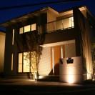 植木の陰影が美しいライトアップ 姫路市A様邸全景1