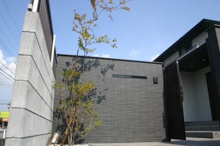 建物との対比が美しい上品な門回り 加古川市S様邸門回り3