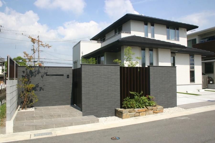 ナツハゼの陰影が美しい門回り 加古川市S様邸1