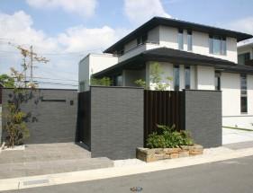 建物との対比が美しい上品な門回り 加古川市S様邸1