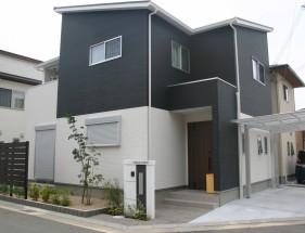 建物と調和した白と黒のモダンエクステリア 加古川市N様邸全景1