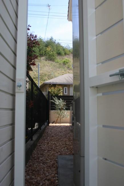 狭小箇所もオリジナル扉で自由自在にアルファウッド使用2