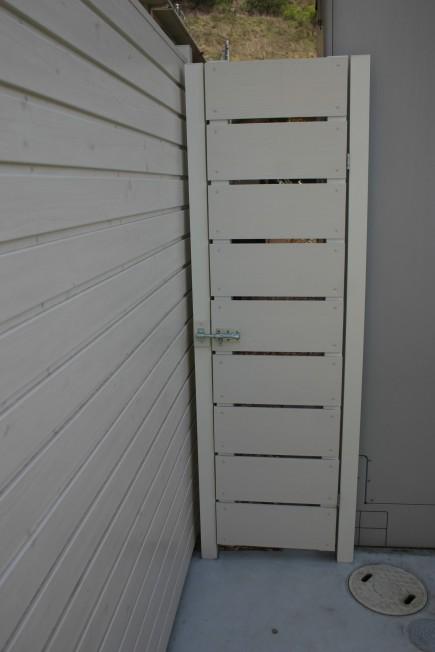 狭小箇所もオリジナル扉で自由自在にアルファウッド使用