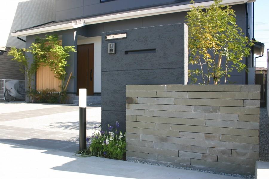 黒塗装の門柱と石積み塀 姫路市N様邸