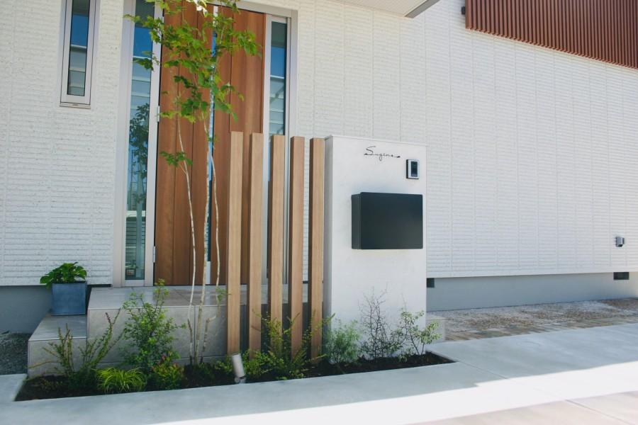 建物と統一感のある木目スリットデザイン 姫路市S様邸門回りピックアップ
