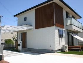 建物と統一感のある木目スリットデザイン 姫路市S様邸全体