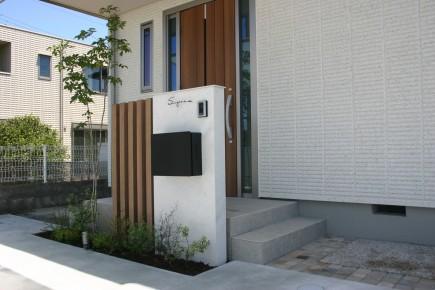 建物と統一感のある木目スリットデザイン 姫路市S様邸ファンクション