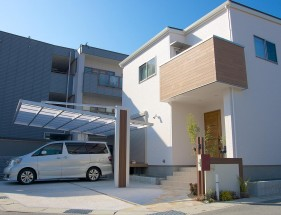 木目で建物と統一感のあるデザイン 姫路市F様邸1