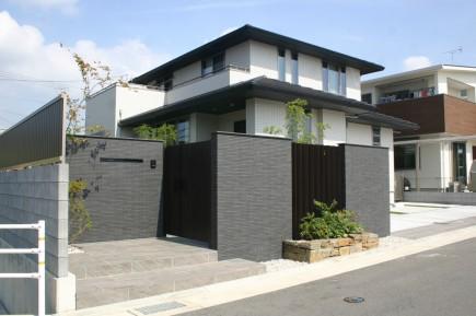 ナツハゼの陰影が美しい門回り 加古川市S様邸施工後