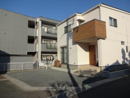 木目で建物と統一感のあるデザイン 姫路市F様邸施工前1