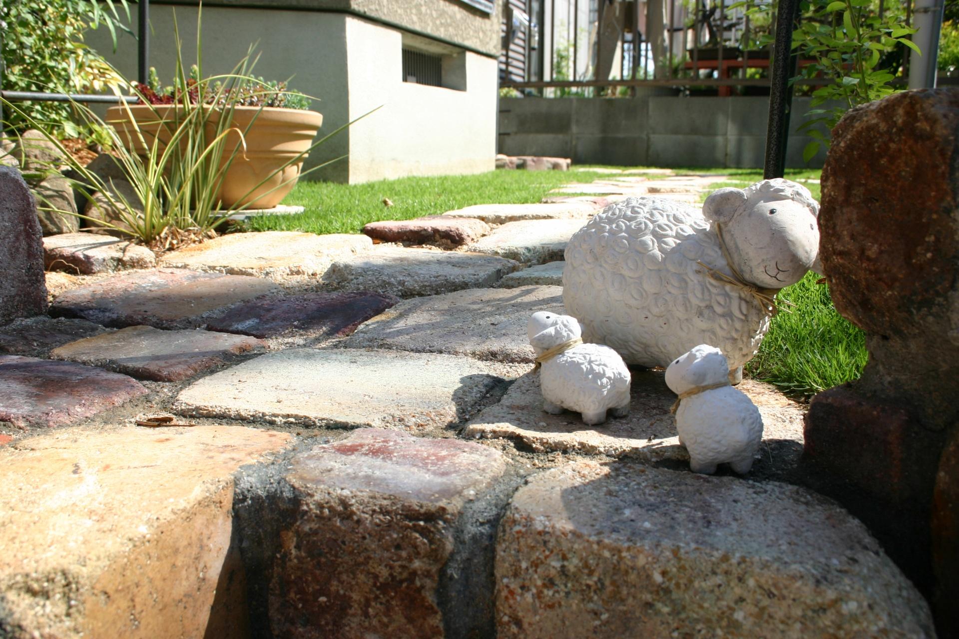 耐火煉瓦でおしゃれにリフォーム たつの市Y様邸施工後お庭に似合う小物