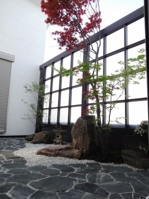 採光スクリーンで坪庭を目隠し 姫路市I様邸1