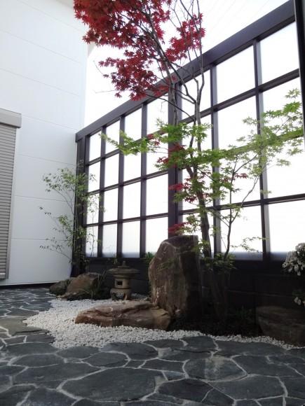 砂岩石柱と丹波石コバ積みで和風モダン 姫路市I様邸6
